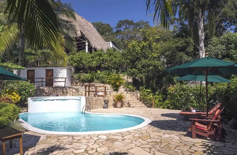 La Lancha Resort
