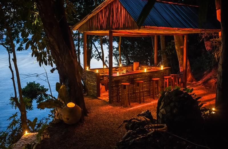 La Lancha Lakeside-Bar
